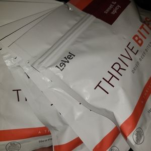 1 box Le-vel Thrive Bites Sweet & Spicy 5 pouches